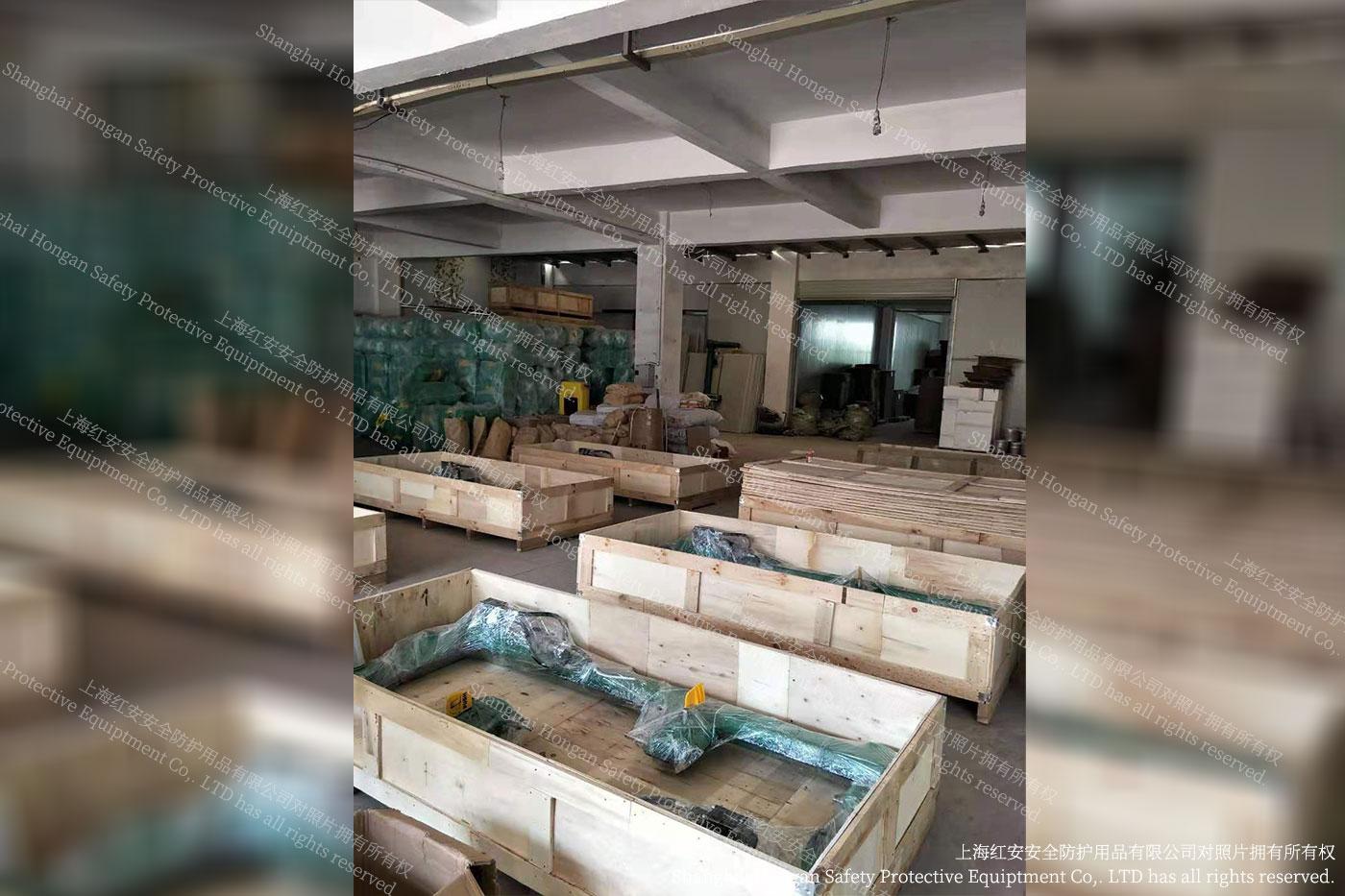 1厂家秀图-定制型洗眼器装箱图片-上海红安洗眼器厂家